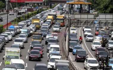 Lalu Lintas Ibu Kota: Senayan Arah Slipi Macet dan Tol Kebon Jeruk-Tomang Padat