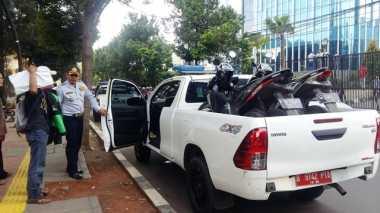 Parkir Liar, 2 Motor Diangkut Dishub di Kebon Sirih