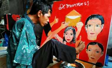 Salim sang 'Pelukis Kaki' Melawan Keterbatasn dengan Karya Seni