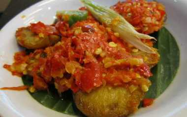 Kangen Masakan Kampung? Yuk Bikin Jengkol Masak Daun Singkong