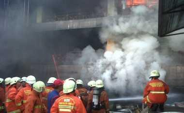 Api Masih Berkobar di Blok I Pasar Senen