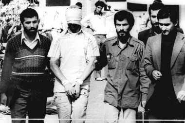 HISTORIPEDIA: Iran Akhiri Penyanderaan 444 Hari 52 Warga AS