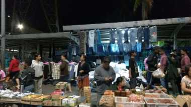 Pasar Senen Kebakaran, Pedagang Kue dan Baju Tetap Berjualan