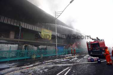 32 Jam Berjibaku Padamkan Api, Damkar Kerahkan Pasukan Cadangan