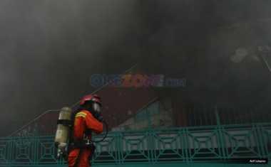 Kebakaran Pasar Senen, Petugas Lakukan Penyisiran untuk Tuntaskan Bara Tersisa