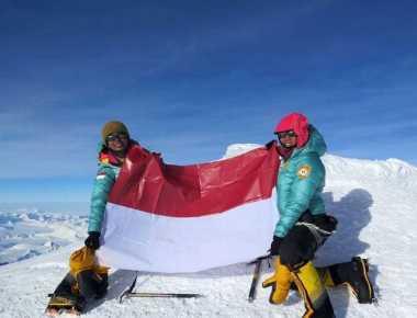 TOP TRAVEL 3: Perjalanan Dua Srikandi Indonesia Mencapai Puncak Tertinggi Antartika