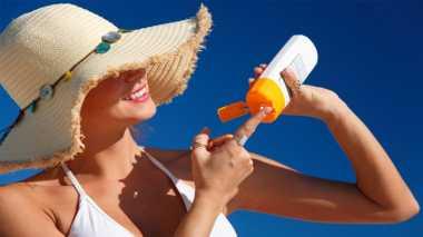 Pakai Sunscreen Lebih Bermanfaat daripada Berteduh di Bawah Payung