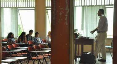Tugas Dosen Bukan Hanya Mengajar Mahasiswa