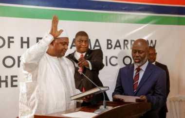 Terdesak, Diktator Gambia Setuju Lengser dan Asingkan Diri