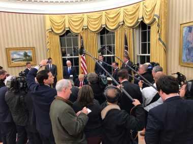 Trump Langsung Tanda Tangani Sejumlah Dokumen Usai Pelantikan