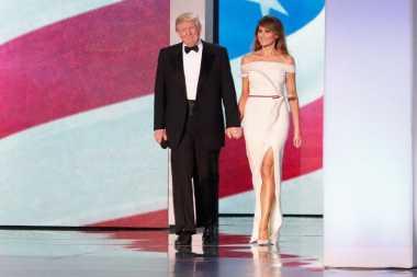Busana Inaugural Ball Melania Trump, Hasil Kolaborasi dengan Mantan Direktur Kreatif Carolina Herrera