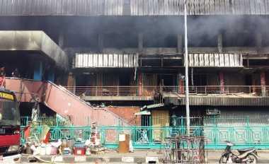 Kebakaran Pasar Senen, Petugas Damkar Waspadai Ambruknya Konstruksi Bangunan