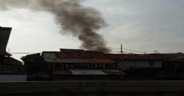 Permukiman Depan Taman Kota Daan Mogot Jakbar Terbakar