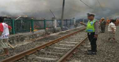 Pasca-Kebakaran Permukiman Daan Mogot, KRL Sudah Bisa Melintas