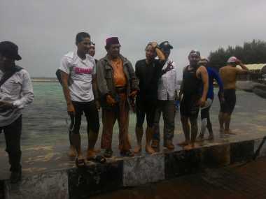 Sambangi Warga Kepulauan Seribu, Sandiaga Janji Buatkan Pasar Apung