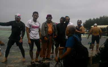 Sandiaga Uno Tanam Mangrove dan Terumbu Karang di Kepulauan Seribu