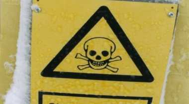 Belasan Ton Bahan Kimia Tumpah ke Jalan