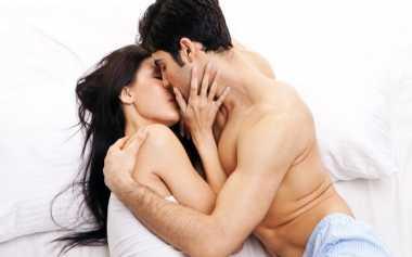 Ciuman Paling Menggairahkan yang Banyak Disukai Pasutri