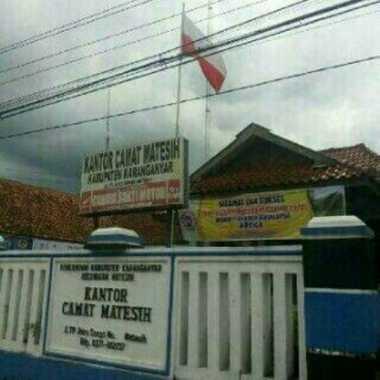 Bendera Merah Putih Terbalik di Kantor Kecamatan Matesih
