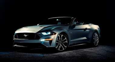 Tampilan Sangar Ford Mustang Atap Terbuka