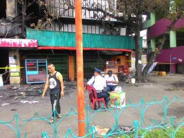Api Sudah Padam, Pedagang Dilarang Masuk ke Dalam Blok I dan II Pasar Senen