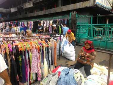 Pasca-Kebakaran, Pedagang Pasar Senen Obral Barang Dagangan