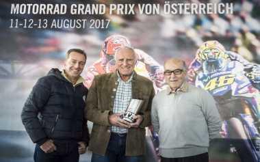 MotoGP Serahkan Trofi Gelaran Terbaik untuk Red Bull Ring