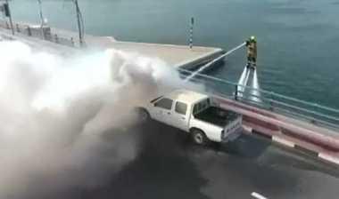Keren! Pemadam Kebakaran Dubai Padamkan Api dengan Jetpack