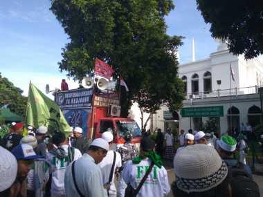 Gelar Aksi, Massa FPI Mulai Berkumpul di Masjid Al Azhar