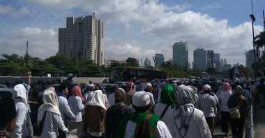 Kawal Proses Hukum Habib Rizieq, Massa Aksi Sampai di Jalan Sudirman