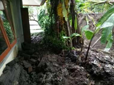 Tembok Sekolah Roboh Timpa Dua Siswa di Bali