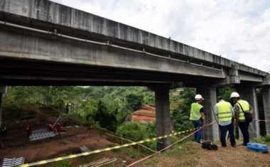 Jembatan Kali Ngebruk Ambrol, Jalur Kaliwungu-Semarang Putus