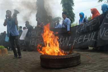 Demo Kampus, Mahasiswa STIT Raden Wijaya Mojokerto Pecahkan Kaca Ruang Dosen