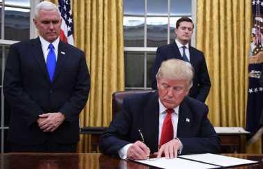 Kebijakan Pertama Trump, AS Resmi Keluar dari TPP