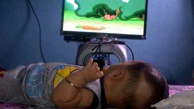 HOT THREAD (3): Kisah Ibu yang Membiarkan Bayinya Tonton Televisi hingga Alami Speech Delay