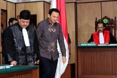 Sidang Dimulai, Jaksa dan Kuasa Hukum Ahok Debat soal Saksi