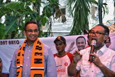 Blusukan di Kedoya, Anies Ditemani Bambang Widjojanto
