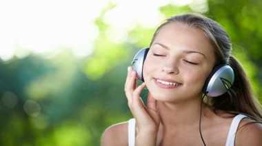 Awas, Berlebihan Menggunakan Earphone Bisa Menurunkan Fungsi Pendengaran