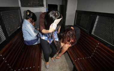 Empat Penari Bugil Terjaring Razia di Surabaya
