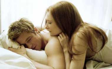 Meski Senin, Berikan Rangsangan Nakal agar Suami Mau Diajak Senggama
