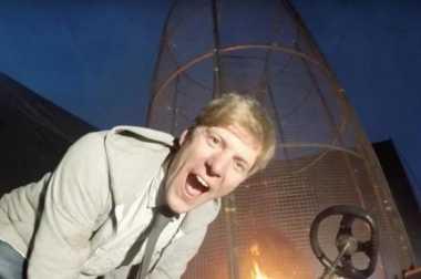 VIDEO: Gokil! Pria Inggris Ini Buat Api Bergerak bak Angin Topan