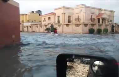 VIDEO: Wah! Pria Saudi Manfaatkan Banjir untuk Main Jet Ski