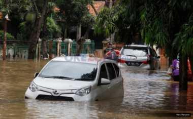 TOP NEWS (9): Hujan Lebat, Banjir Genangi Timur Jakarta