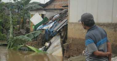 Tiga Rumah Tergerus Aliran Kali, Penghuni Mulai Mengungsi