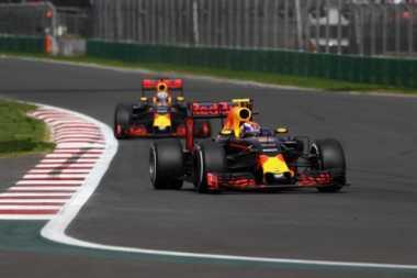 Persaingan Red Bull Kian Memanas, Coulthard: Ricciardo dan Verstappen Baik-baik Saja!