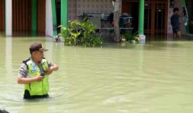 Antisipasi Penjarahan, Polisi Siaga 24 Jam di Lokasi Banjir Demak