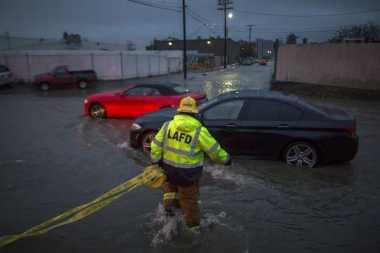 Hantaman Badai di California Tewaskan Lima Orang
