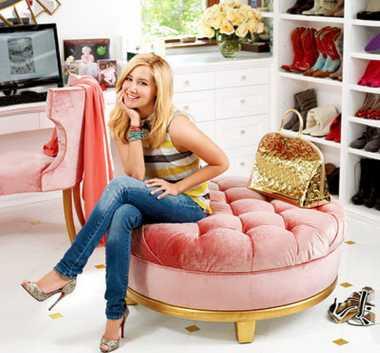 Duh! Lemari Pakaian ala Barbie Milik Artis Ini Bikin Iri Saja