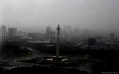 Hujan Intai Jakarta Sejak Siang hingga Malam Hari