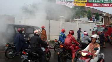 Angkot Terbakar di Jalan Raya Pamulang-Gaplek, Lalin Macet
